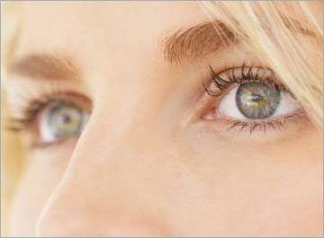Rajeunir le contour des yeux